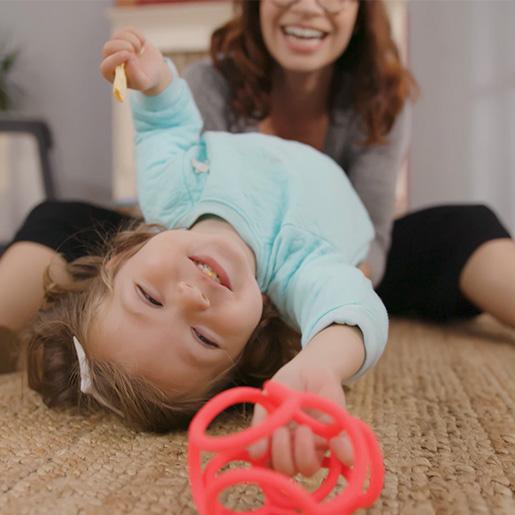 Kind spielt mit baliba