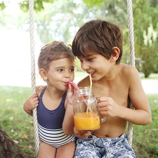 Kinder trinken Getr?nk