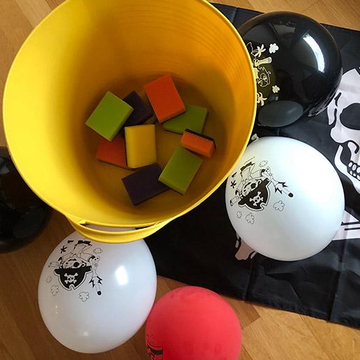 Aufregendes Spiel für den Kindergeburtstag: Schwämmewerfen