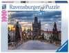 The walk across the Charles Bridge Ravensburger Puzzle  1000 pz - Foto & Paesaggi Puzzle;Puzzle da Adulti - Ravensburger