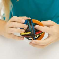 Rubik's Orbit - Bild 9 - Klicken zum Vergößern