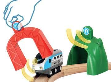63383400 Brio Eisenbahn Smart Tech Zug mit Action Tunnels von Ravensburger 5